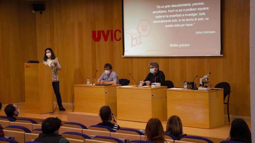 La cursa de producció de vacunes contra la covid-19, al minicongrés híbrid de biofísica de la UVic-UCC