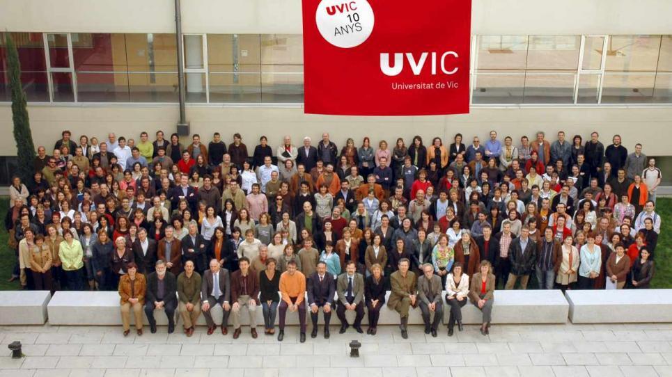 Foto commemorativa del desè aniversari de la UVic