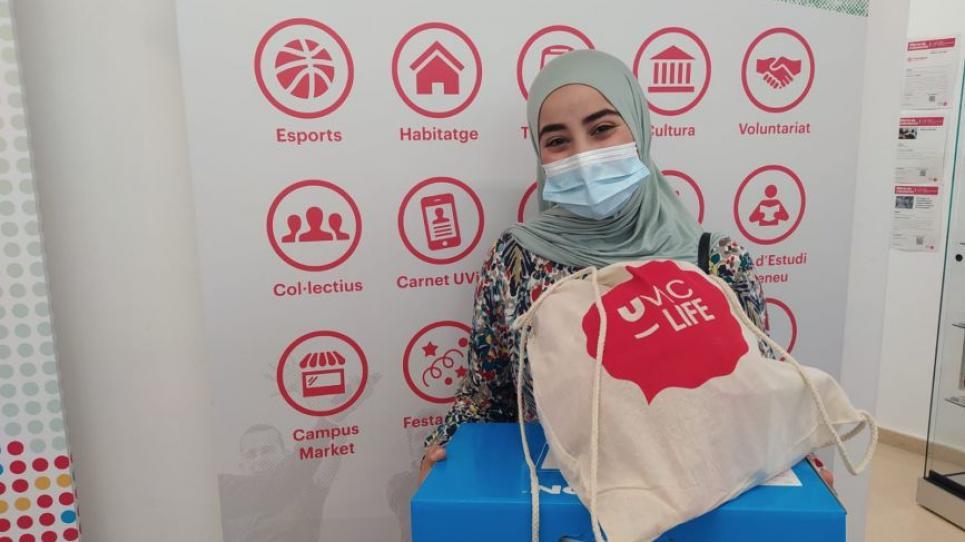 Farida Daoudi Yarroum, guanyadora de la campanya del talonari de descomptes UVals