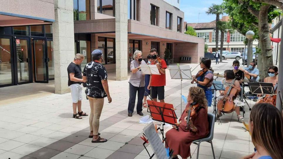 Jordi Savall a l'assaig de l'Orquestra Inclusiva de la UVic