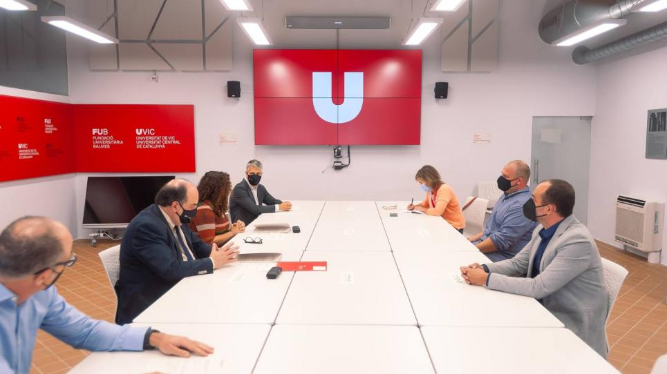 Signatura conveni Uvic-UCC- FCVB