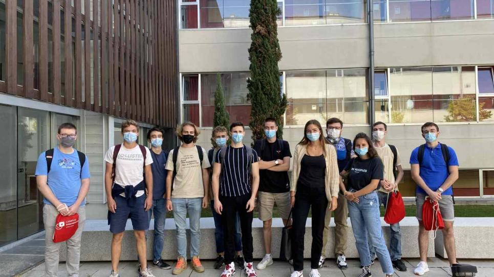 Estudiants del Pôle Universitaire Léonard de Vinci de París